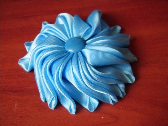 Цветок из атласной ленты.. фото #1