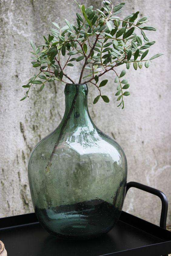 Objet : Bouteille en verre vert, Vase