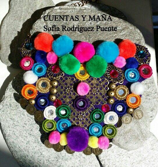 Collar-babero de estilo étnico de pompones y espejos #cuentasymaña #handmade #collares