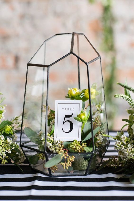 black and white wedding ideas photo by Michelle and Logan http://ruffledblog.com/modern-copper-and-emerald-wedding-ideas