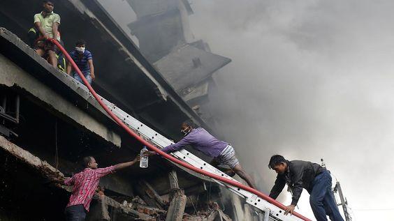 25 Tote in Bangladesch: Fabrikgebäude stürzt nach Explosion ein
