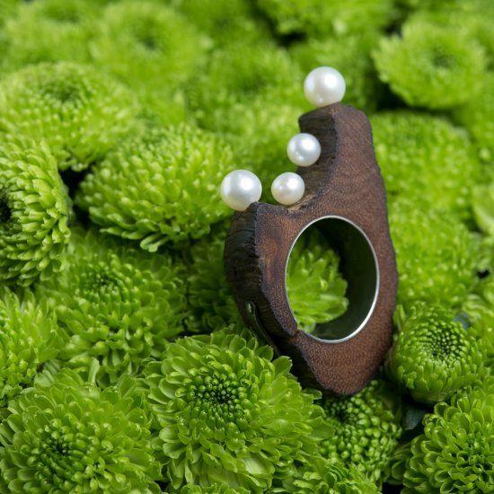 """Nicolas Estrada, """"SPRING""""-  wood, silver, pearls/legno, argento, perle 6 x 5 x 5 cm"""