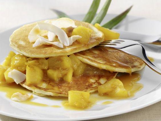 Kokos-Pancakes mit Ananas Rezept | EAT SMARTER
