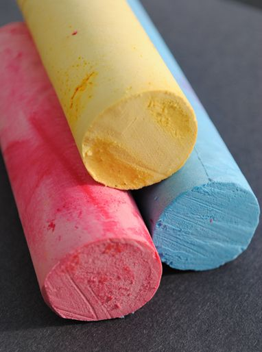HOMEMADE sidewalk chalk...a Fun and EASY project kiddos can help create in every color of the rainbow =)