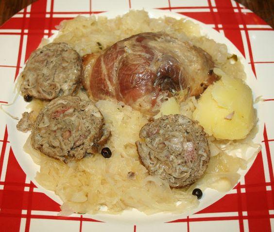 Jarret de porc et andouille de Vire à la choucroute
