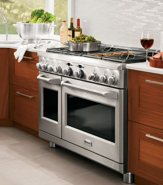 Kitchen Layout With Double Oven: 6 Burners, A Grill, And Two Ovens? It Doesn't Get Much