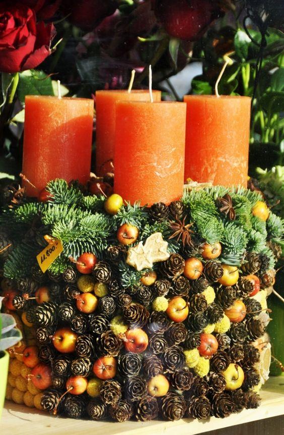 naturmaterialien zum basteln von weihnachtsdeko tannenzapfen zier pfelchen beeren tangerinen. Black Bedroom Furniture Sets. Home Design Ideas