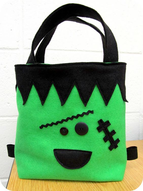 Make this spooky monster Halloween trick or treat bag from green and black felt!