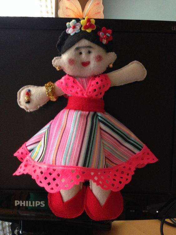A primeira boneca que fiz. FRIDA