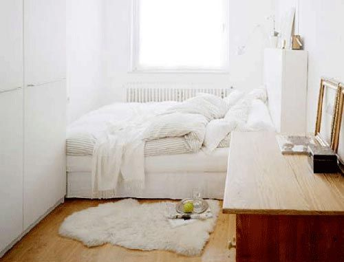 Slaapkamer Bed Raam : explore small white bedrooms bedroom small and more bed in beds