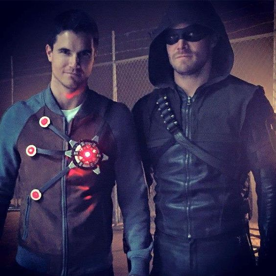 Stephen Amell & his cousin Robbie Amell