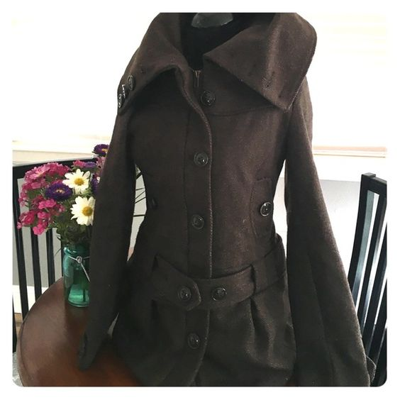 H&M DIVIDED brown winter coat size 8 40% wool H&M DIVIDED brown winter coat size 8 40% wool, 40% polyester, 20% viscose. Lined on the inside. H&M Jackets & Coats Pea Coats