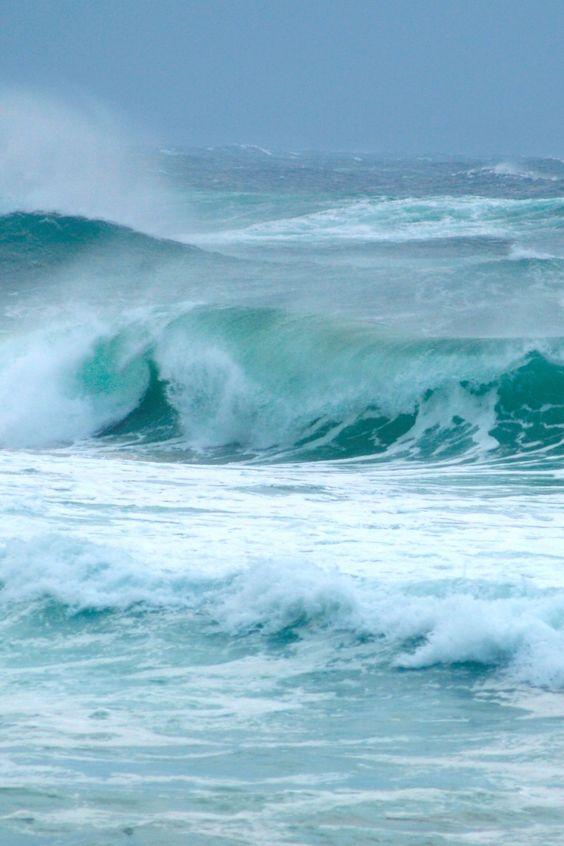 Heavy Waves by (Erik K Veland)