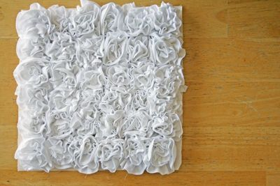 Pillow made with ruffles from a white men's t-shirt...How to do the ruffles on the sewing machine.