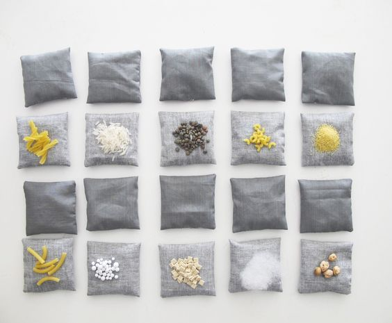 Lot de 20 coussins tactiles / sensoriels avec rembourrages différents, inspiration Montessori : Jeux, peluches, doudous par lelouppointu