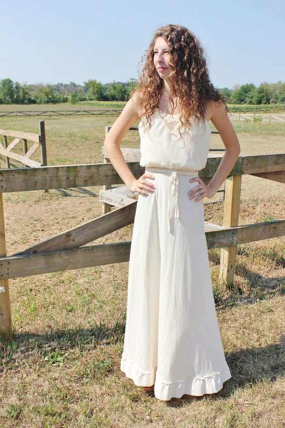 VINTAGE Maxi Long Ivory Wedding Dress w/ a Ruffled Skirt Bottom & Embroidered / Pleated Top.