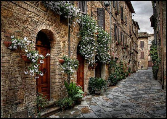 Toscana - Itália... Flores, Pedra, Madeira...