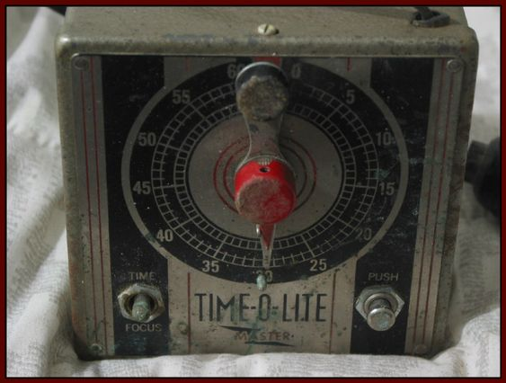 TIME O LITE Master Automatic Electric 1951 Darkroom 60 Second Photograph Timer Works  IMG 4630  http://ajunkeeshoppe.blogspot.com/