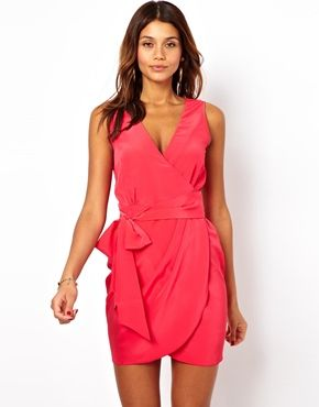 I have such a weakness for pink wrap dresses. Need to get myself one of these soon before I go crazy and buy twenty.