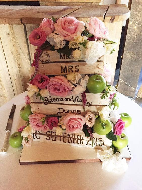 Totally Amazing Wedding Cake. ~ Hot Chocolates Blog  #wedding #weddings #bride #groom #dress #cake #bouquet   www.hotchocolates.co.uk www.blog.hotchocolates.co.uk www.evententertainmenthire.co.uk