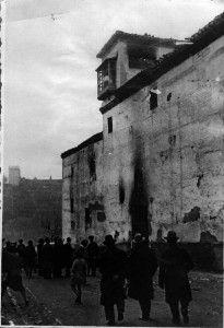 Incendio de la iglesia de Las Tomasas en 1936. Torres Molina, Archivo de IDEAL