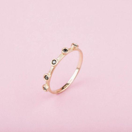 VERETTA IN ORO ROSA E DIAMANTI NERI #EngagementRing #ring #gold #Mossa #Anello #Fidanzamento #jewellery #luxury #madeinitaly #excellence #fashion #style #shopping #inArchivio #ArchivioStore