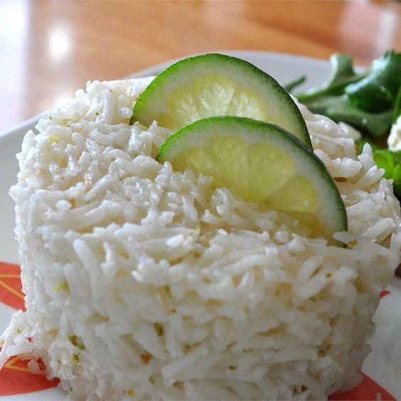 ¡Olvídate del arroz simple! Con esta sencilla receta para hacer un delicioso arroz de coco y lima, tus platillos tendrán un toque sin igual.