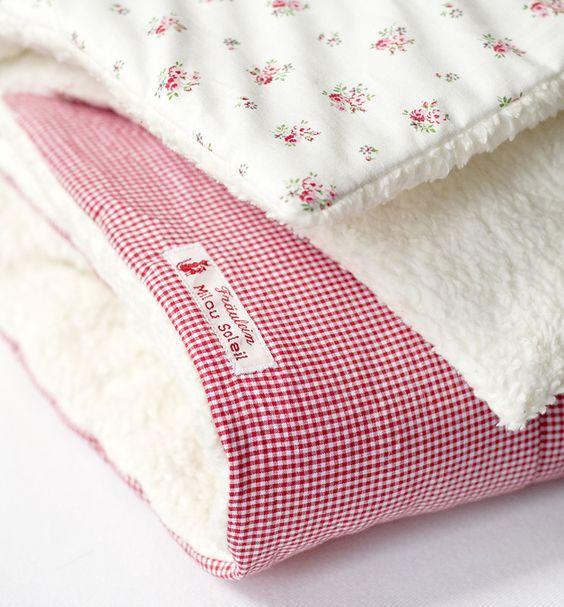 Kinderwagendecken - Krabbeldecke *Rosen & Karo Öko-Teddystoff - ein Designerstück von Milou-Soleil bei DaWanda