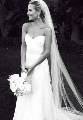 love the simple dress with the long veil