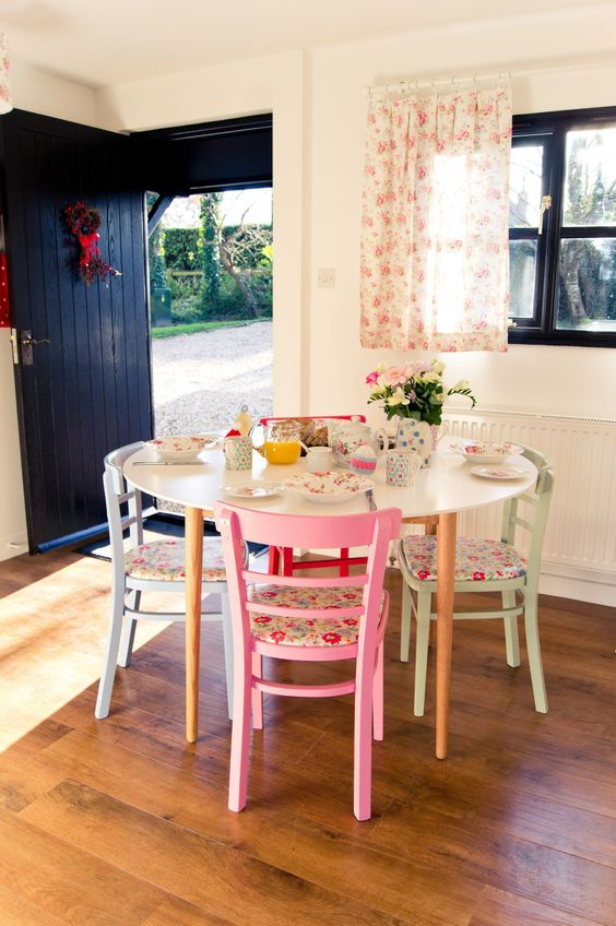 Cath Kidston Inspired table and chairs, love the colours all put together and a great way to link colours from different rooms by using the same paint!