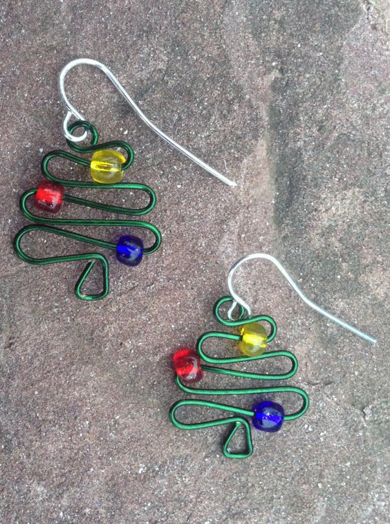 green wire christmas tree earrings www.etsy.com/shop/scissorsandpearls