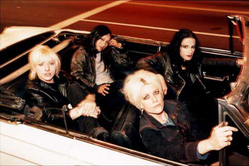 Image from http://www.tartareandesire.com/bands/images/l7.jpg.