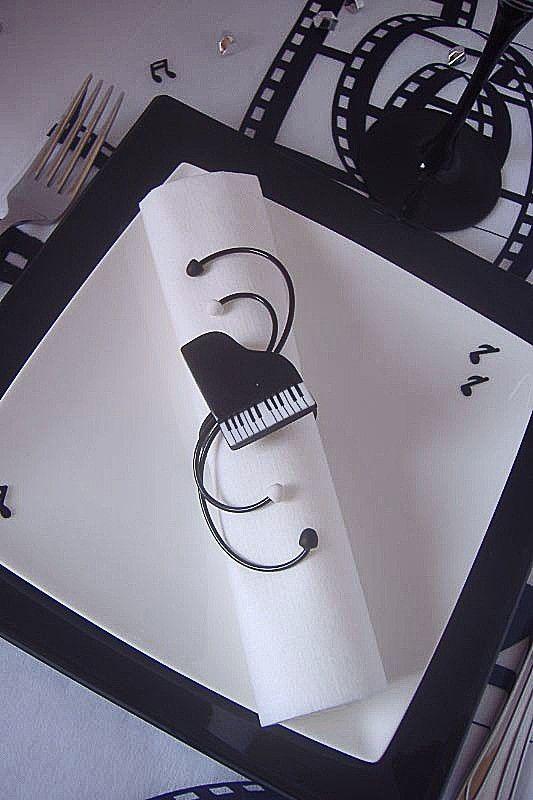 Vili cr ation rond de serviette piano noir et blanc r alis la main en argile polym re mont - Idee de creation avec de l argile ...