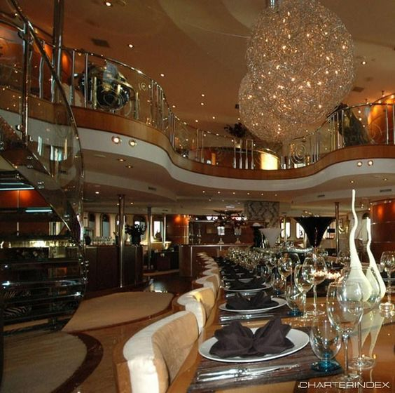 Dining with Mezzanine - SHERAKHAN Yacht Charter
