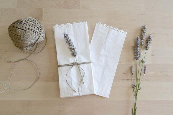 25 bolsas kraft perforadas para bautizos y bodas