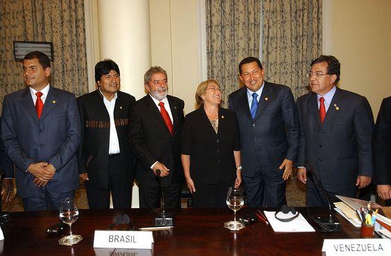 Presidents of South American countries meet in Rio de Janeiro. From left to right: Rafael Correa (Ecuador), Evo Morales (Bolivia), Luís Inácio Lula da Silva (Brazil), Michelle Bachelet (Chile), Hugo Chávez (Venezuela) and Nicanor Duarte (Paraguay)