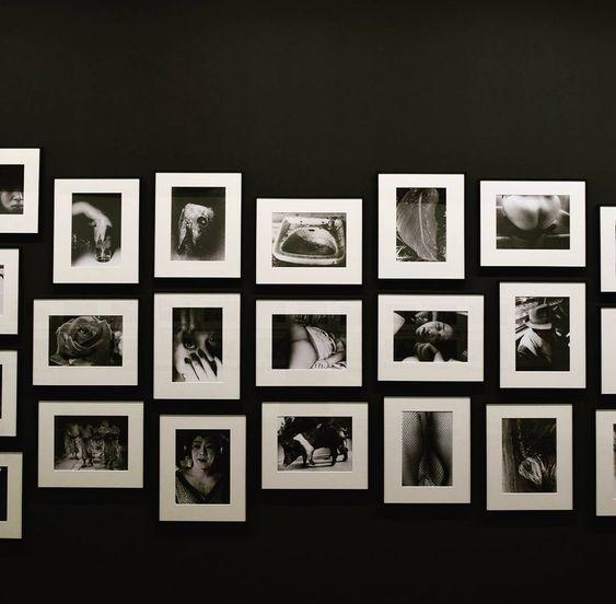 A wall of Daido Moriyama #daidomoriyama #maisoneuropeennedelaphotographie #houseofeuropeanphotography #memoryandlight #memoireetlumiere #photography #exhibition #art #Paris #France #Nikon #travel #travelling #portrait