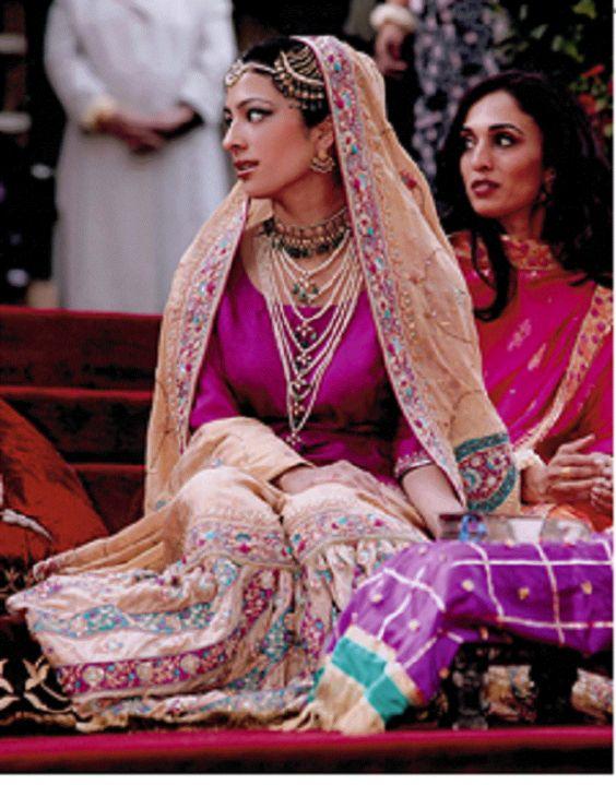 Princess Badiya in traditional henna ceremony before her wedding, Jordan 2005, with her sister Rahma.
