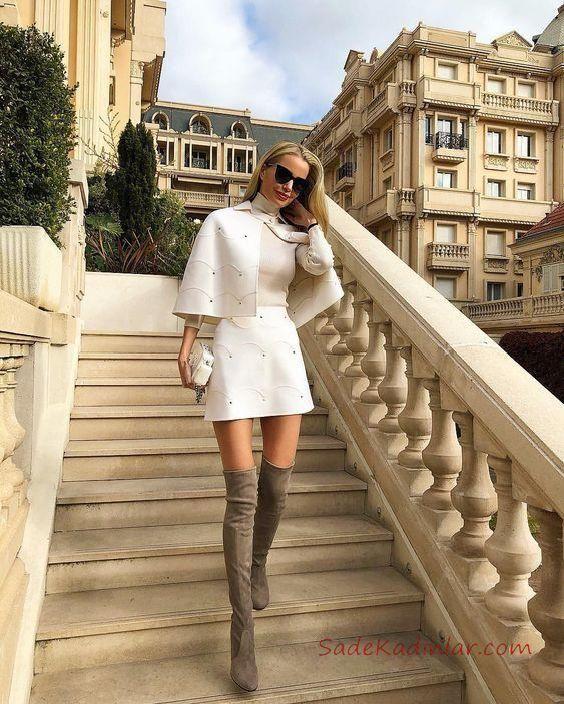 2021 Kislik Etek Kombinleri Beyaz Kisa Etek Beyaz Bogazli Kazak Beyaz Pelerin Moda Stilleri Sokak Stili Sik Kiyafetler