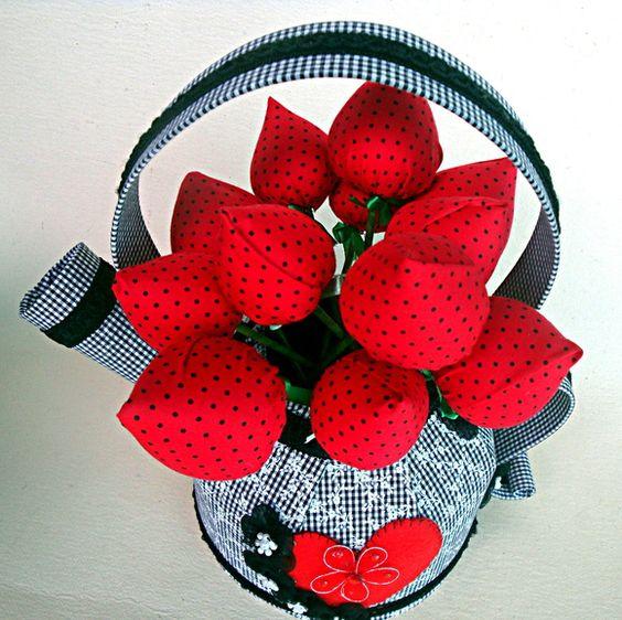 Vaso chaleira com tulipas
