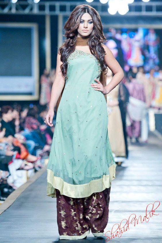 100 Pakistani Bridal Dresses 2018 For Wedding Parties 8: PAKISTANI Woman Fashion 100%!!