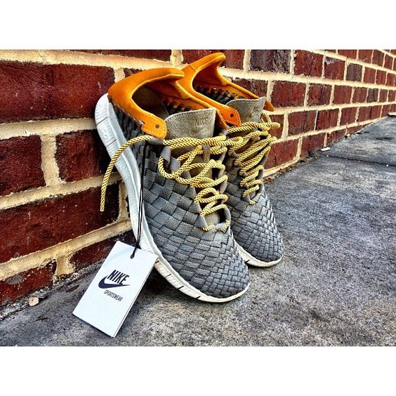 These shoes are awesome! I wish I could find these and by them even I never really wear sneakers! Nike Inneva