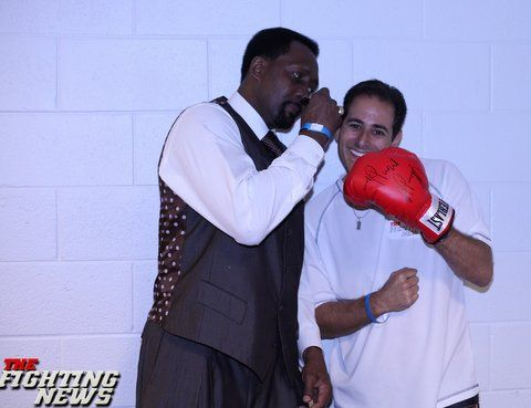 Thomas Hearns The Hitman Motor City Cobra First Boxer To Win World Titles In 5 Weight Divisions With Owner Of The Fighting News Steven Rothman Mma Fight News
