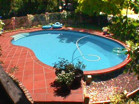 Kidney shaped above ground swimming pools for small yard backyard pinterest swimming for Above ground swimming pools for small yards