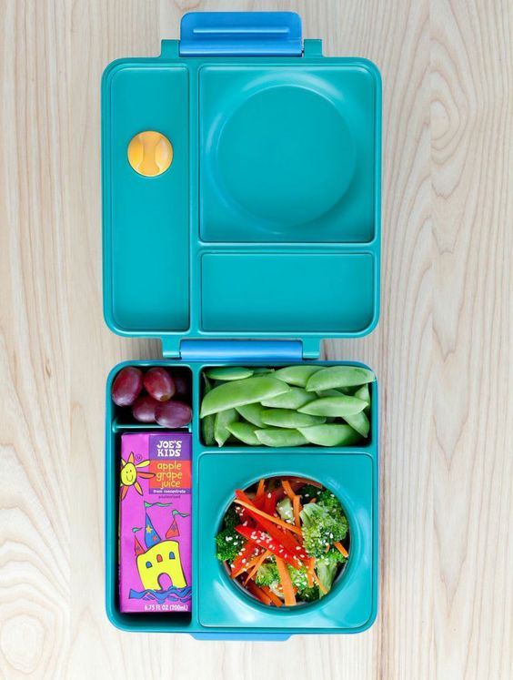 A colorful broccoli salad, snap peas and grapes make a delicious summer lunch. Pack your child a nutritious meal that you know he or she will enjoy. #healthy #kids #meal #lunches