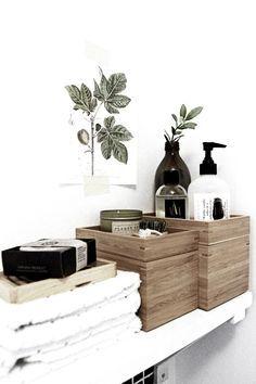 Holz, schöne Flaschen, ansonsten umfüllen in muji-Flaschen, Olivenzweig passt farblich super