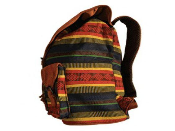 Com a compra de uma mochila, a Jatalo fornece livros didáticos para uma criança carente durante um ano.