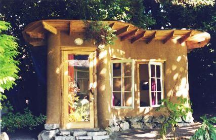 cob house   Using local materials – cob building