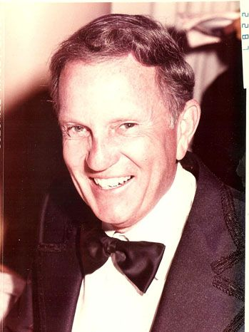 Bill DeCinces  Bill DeCinces, who spent more than a half-century at Universal Studios, going from a ditch digger to head of the art department to running operations at the company's famed backlot, died Feb. 10 in Tarzana, Calif., from complications of Parkinson's disease. He was 84.