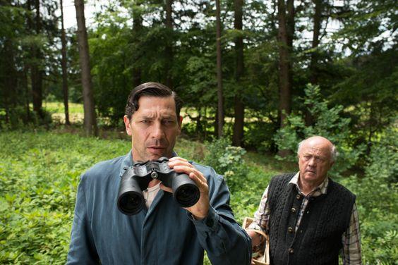 Küstner (Gregor Bloéb, l.) hat nicht nur Pilze im Visier wie der Schwammerlsucher (Hans Stadlbauer, r.) © 2016 Constantin Film Verleih GmbH / Bernd Schuller